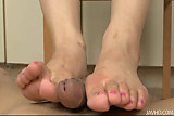 Kinky wild Ayaka Mizuhara gives her guy a wild foot job